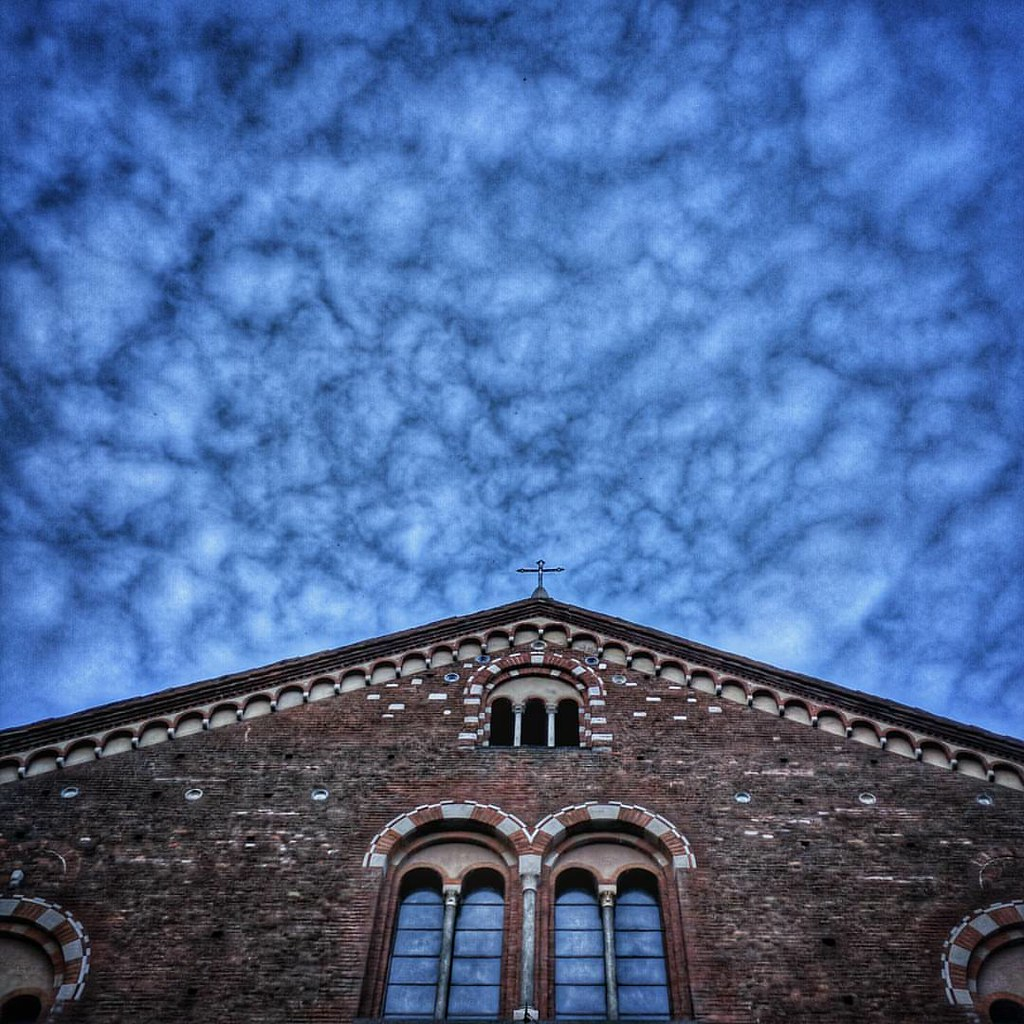 San Simpliciano under a Blue cloudy sky  #Milano #milamo #igersmilano #sky #cloudporn #lookingup #perspective #archidaily #love #photooftheday #amazing #instalike #igers #picoftheday #instadaily #instafollow #followme #instagood #bestoftheday #instacool #