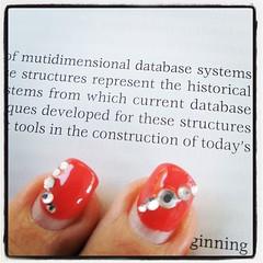 Jaha, ja. Mutidimensionella databassystem är det tydligen jag läser om. Nytt och hett, förmodligen. #datavetenskap