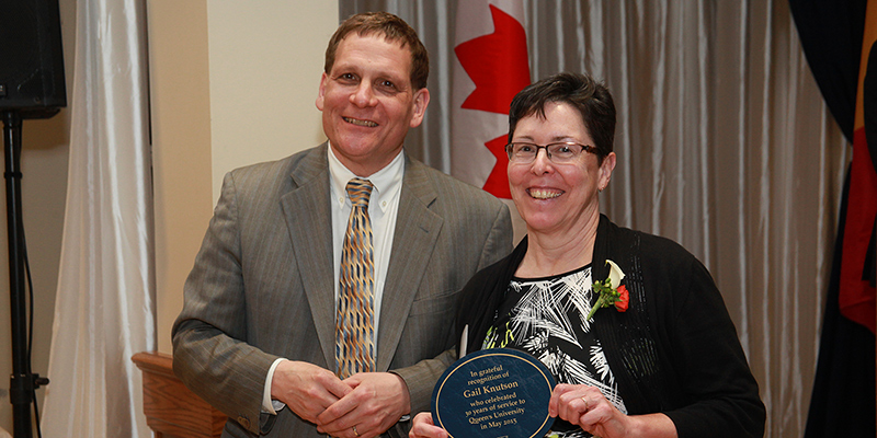 Principal Woolf and Gail Knutson at the Celebration of Service where 154 staff and faculty who have worked at Queen's for 25, 30, 35, 40, 45 and 50 years were recognized. (Photo: Bernard Clark)