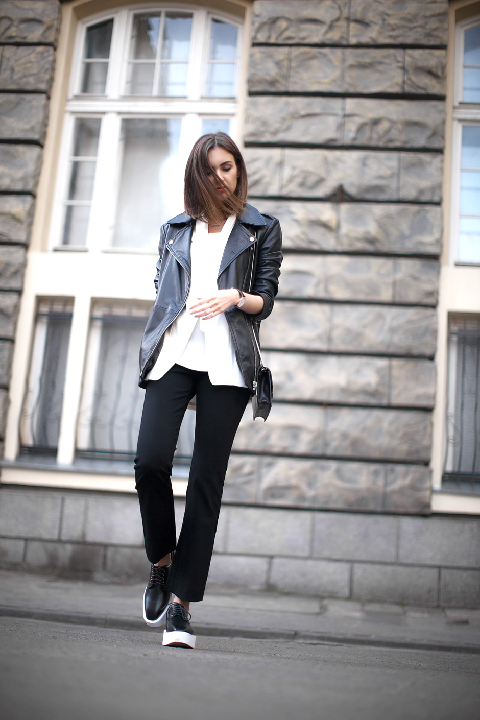 how-to-wear-black-flares-pants-outfit-streetstyle