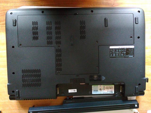 Dell Studio 1749 - Backplate