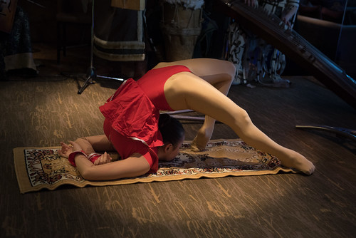 red music woman rot mongolia d750 musik frau mn ulaanbaatar ulanbator mongolian mongolei snakewoman mongolische mongolisch schlangenfrau улаанбаатар ᠤᠯᠠᠭᠠᠨᠪᠠᠭᠠᠲᠤᠷ уланбатор ethniczorigoo