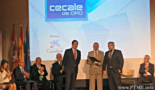 Vicente González, presidente de Vasbe, acompañado por Antonio Garamendi, presidente de CEPYME y Agustín Lorenzo, vicepresidente de CONFAES.