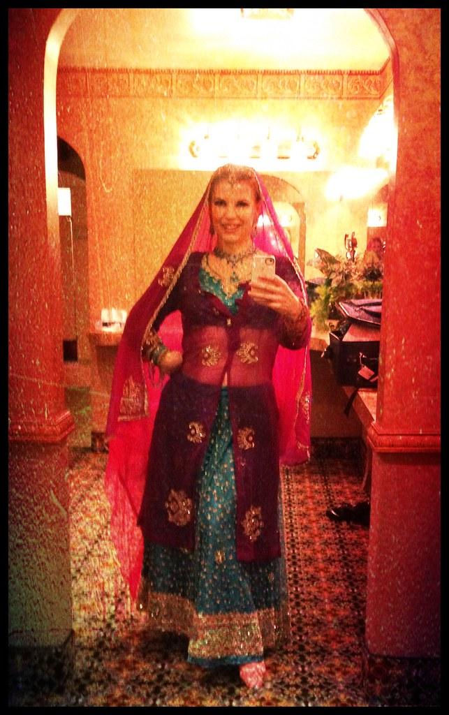 Samira Bollywood Mujra