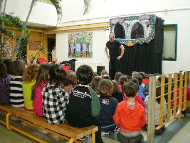 Μεταφερόμενες παραστάσεις κουκλοθεάτρου σε νηπιαγωγείο από την ομάδα κουκλοθεάτρου ArtooPaspartoo