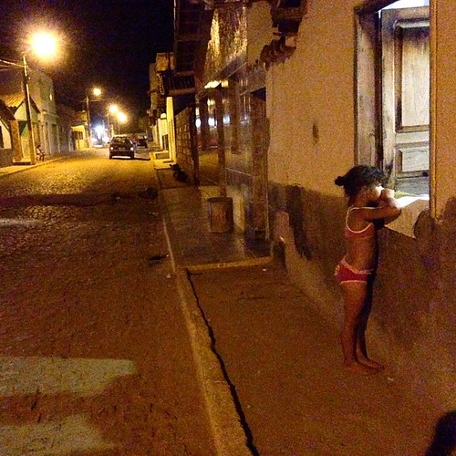 #menina na #janela em #condeuba #Bahia #rua #window #Intrabartolo #infância #fotograforibeiraopreto