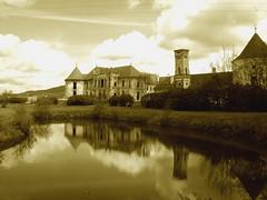 trecute vieți de case, de conace, de castele/past lives of houses, of mansions, of castles