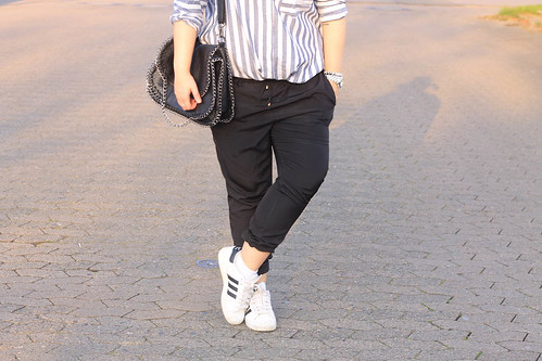 outfit-fashionblog-style-asos-bluse-chino-adidas-superstar
