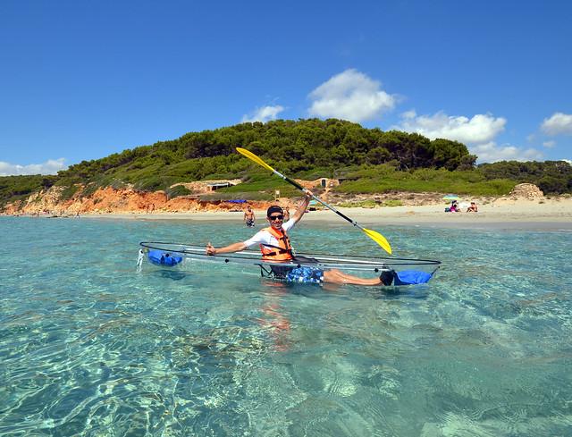 Navegando por las calas de Menorca en Kayak transparente