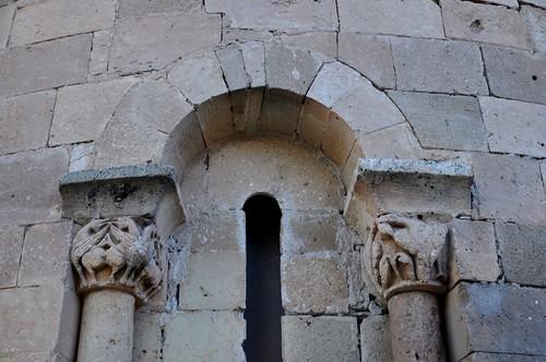 San Pedro de Gaíllos (Segovia). Iglesia de San Pedro. Ábside. Ventana axial. Detalle
