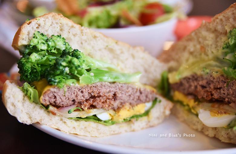28458617300 86cac86ef6 b - 【熱血採訪】漢堡巴士Burger Bus 台中東區早午餐、咖啡,近旱溪夜市