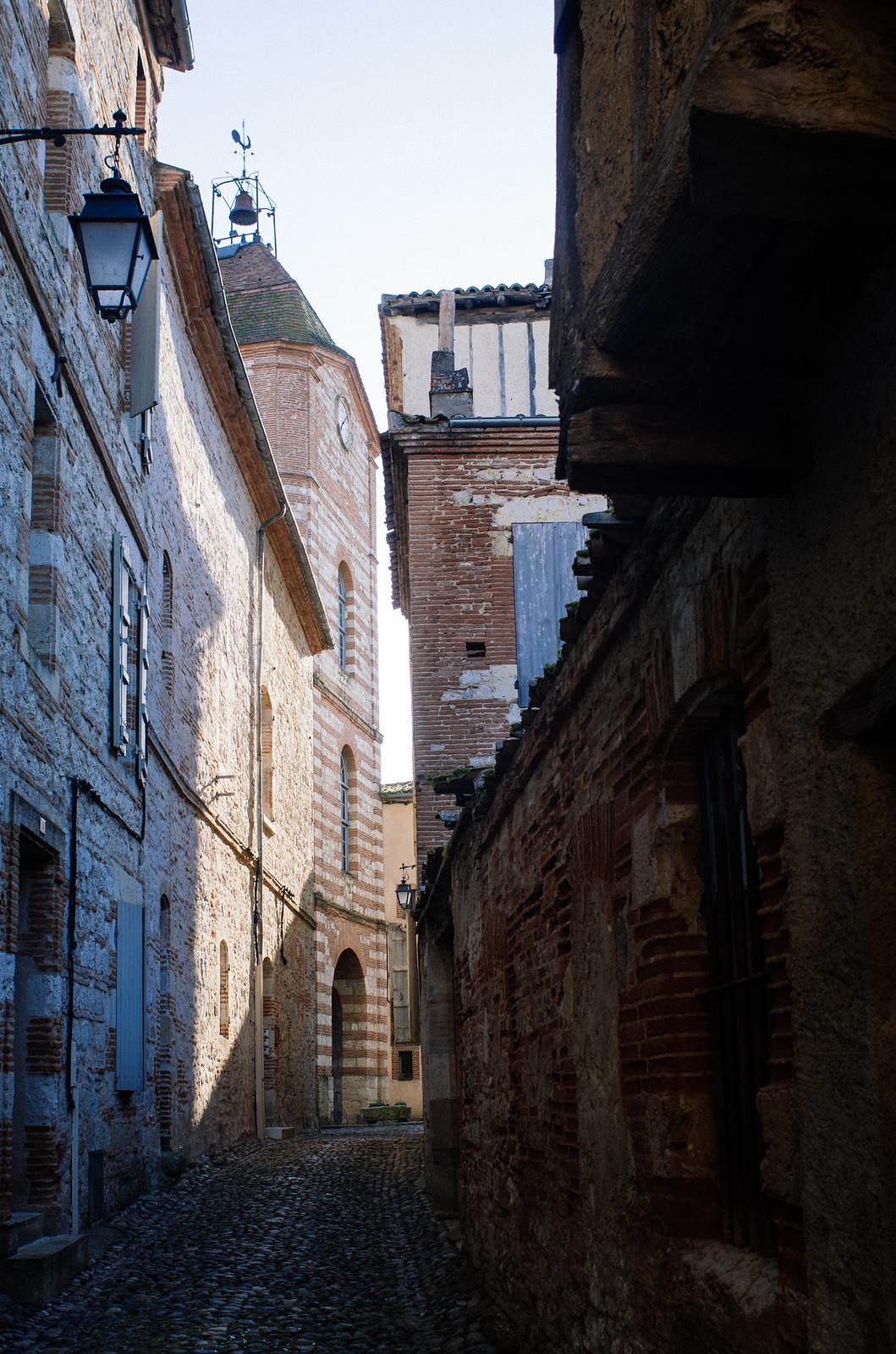 Auvillar, les petites rues abritées du soleil - Carnet de voyage Tarn-et-Garonne