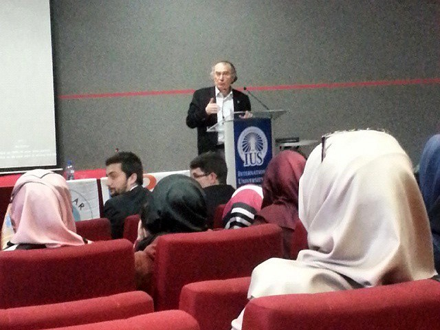 Rektör Tarhan Bosnalı öğrencilerle buluştu. 2
