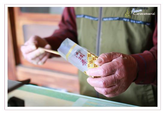お茶のわかさや,愛知県稲沢市祖父江町,お茶屋,抹茶,石臼,和菓子,茶道,長寿記念写真,お年寄り,シニア