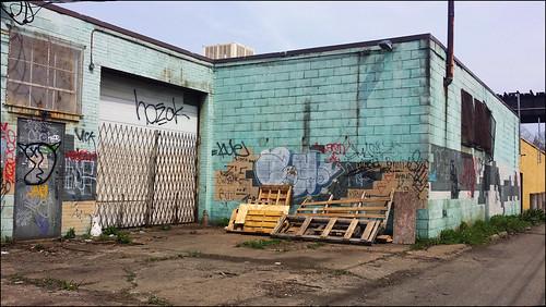city urban graffiti pittsburgh pennsylvania cellphone samsung warehouse pallets stripdistrict lawrenceville urbanlandscapes urbanlandscape rustbelt 2000s 2015 pittsburghpa alleghenycounty urbanarte springway willreal williamreal