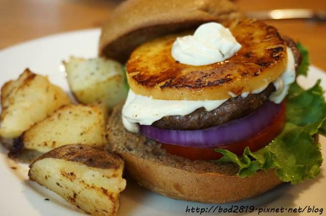 【台北信義】Pond Burger Cafe-咖啡店也吃的到漢堡!熱量降低不油膩,還有木盆沙拉、早午餐喔(邀約)