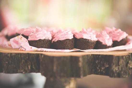 lillarobiwedding_pixelmuvek_cupcake_1_550