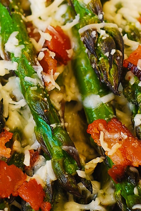 how to roast asparagus in the oven, roasted asparagus, asparagus with cheese and bacon, veggie side dishes, healthy side dishes