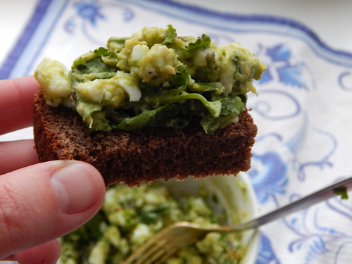 салат-бутерброд из яйца и авокадо с зеленью, рецепт в фотографиях | Хорошо.Громко.