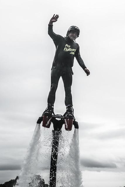 Exhibición flyboard en Laredo