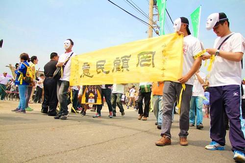 口湖鄉為了反對火化場掀起抗議遊行。(轉載自口湖鄉拒設火葬場;攝影:李建昌)