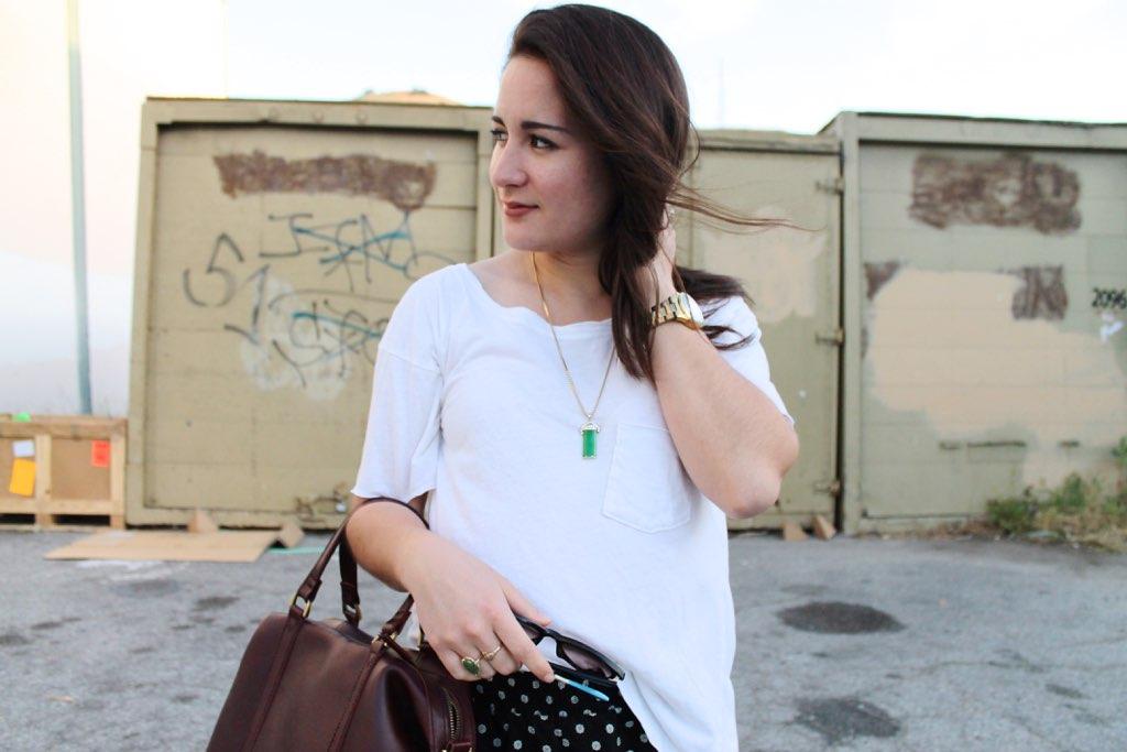 white t-shirt style idea
