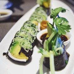 The Cali Roll at @aulacrestaurant with @klean_slate. Nori sushi with fresh coconut meat, dulse, ground pine nuts, cucumber and bell pepper #vegan #vegansofig #vegansushi #rawvegan #cleaneats #sushi #losangeles #whatveganseat #p2tv #aulac #dtla