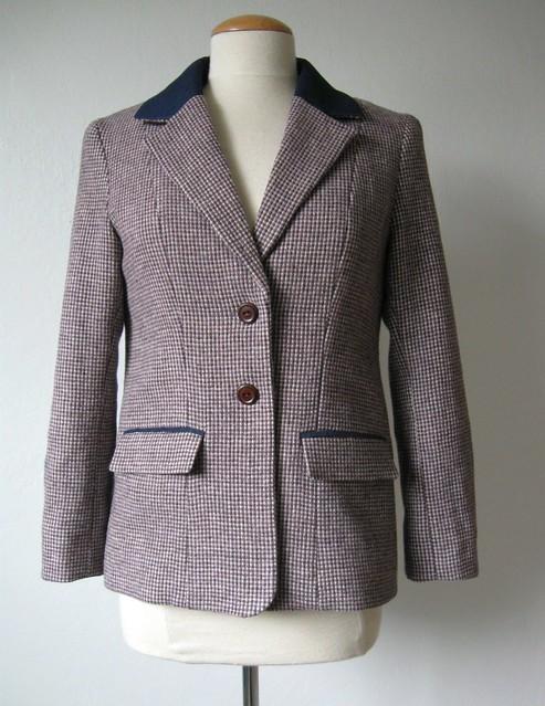 Saler jacket on form front4