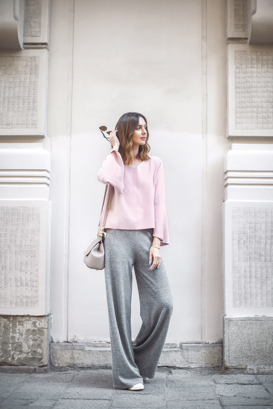 loose-wide-lounge-pants-sneakers-top-outfit-look-street-style