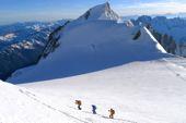 Montblanc mit Bergführer, Aufstieg vom Col de la Brenva zum Gipfel Montblanc. Foto: Günther Härter.