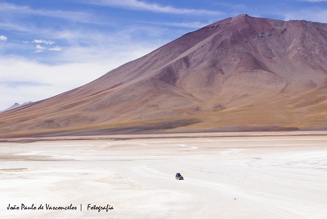 Jipe no deserto da Bolívia