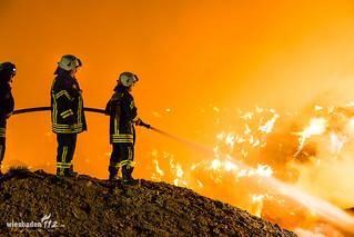 1500 brennende Strohballen Flörsheim/Wicker 24.04.15