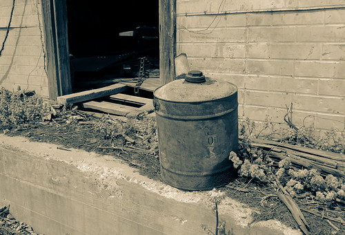 Phillips Oil Can_BW