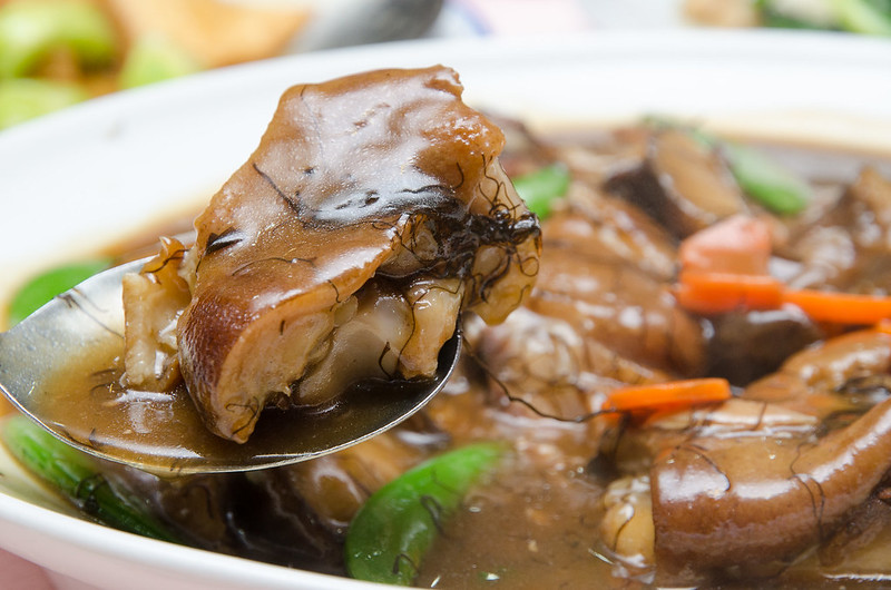 Green View Restaurant's stewed pork knuckles