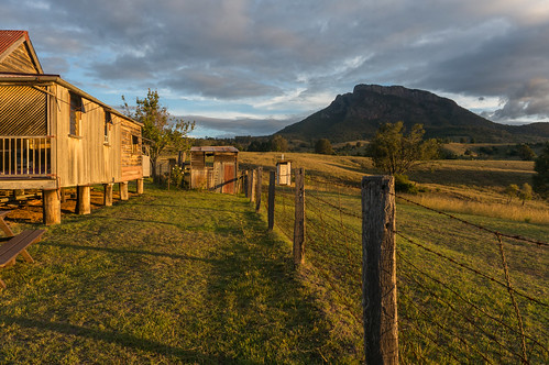 sunset farmhouse fence landscape shadows farm australia qld queensland 2014 hff mtmaroon seqld mtbarneynationalpark sonynex6