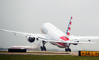 American Airlines B777-200ER take off (American Airlines)
