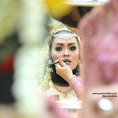 Bride prepare. From the wedding of @adityarenni & @ferian_pz. Wedding day at GSP UGM Yogyakarta, May 23, 2015. Wedding photo by @Poetrafoto 📷   Visit our web http://wedding.poetrafoto.com for more bigger wedding photos. Thank you... 👍:blus