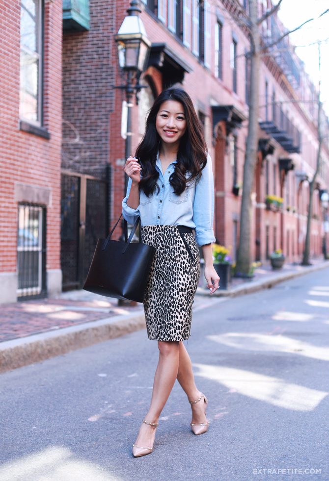 chambray shirt leopard skirt outfit1