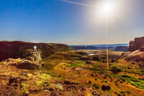 cliff me view rocky sunstar potholescoulee quincylakeswildlifearea ancientlakestrail