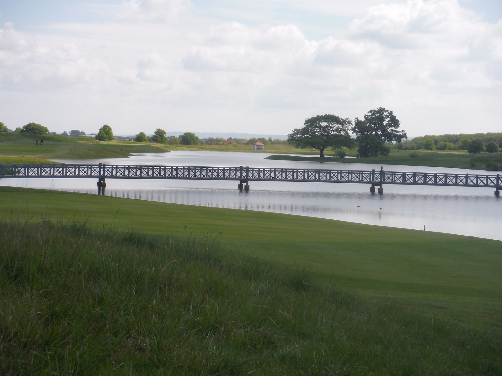 Bridge to cross, Oxfordshire Golf Club SWC Walk 190 - Thame Circular