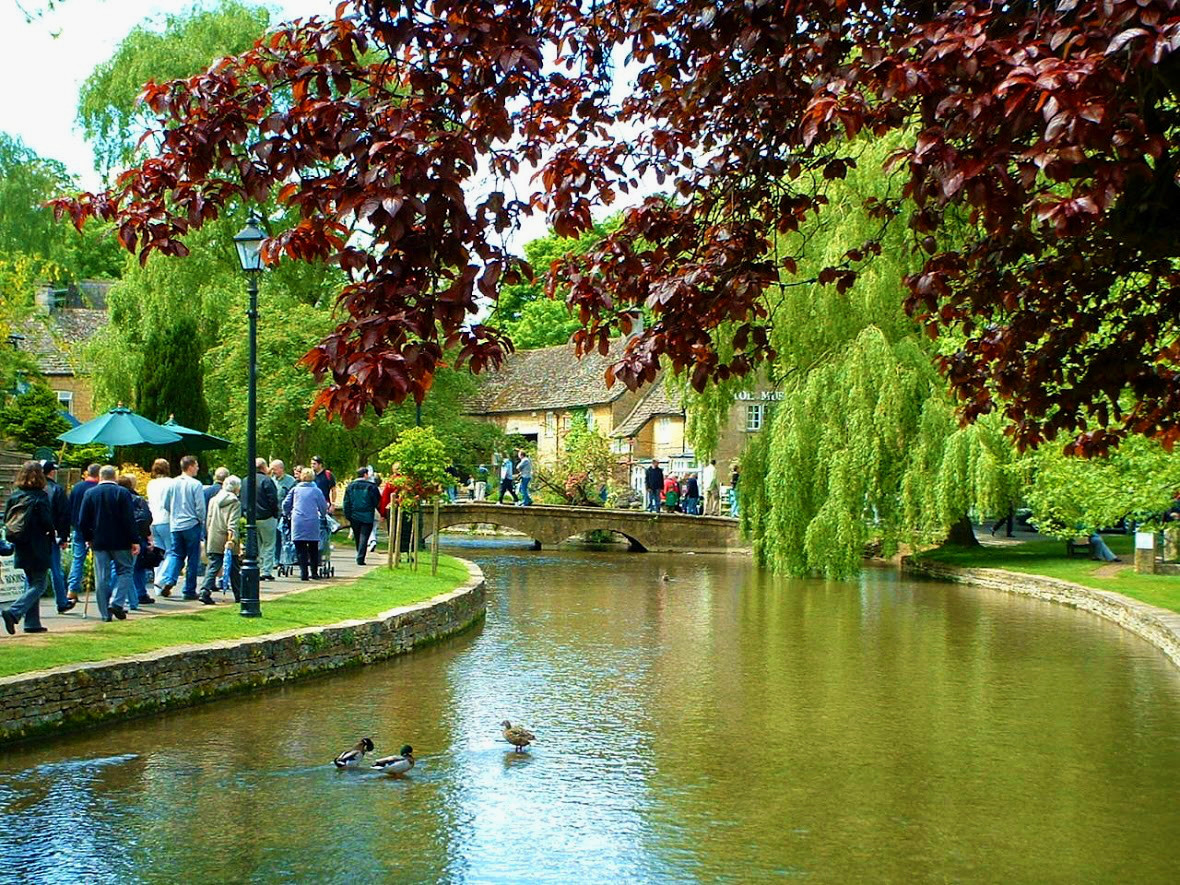 Bourton-on-the-water. Credit BritainandBritishness.com