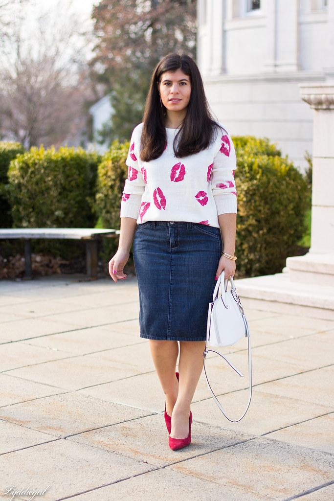 kiss sweater, denim pencil skirt, red pumps-2.jpg