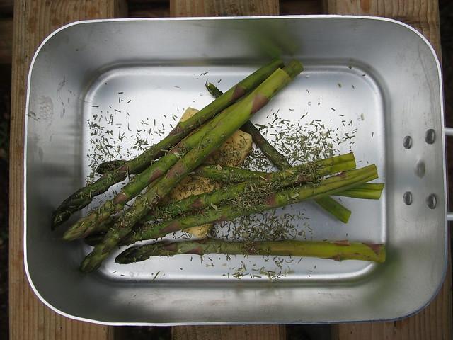 Mess tin asparagus