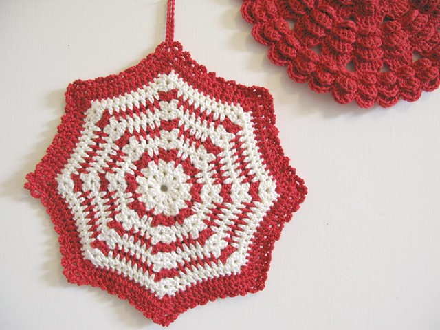 Daphne crochet potholder by Emma Lamb