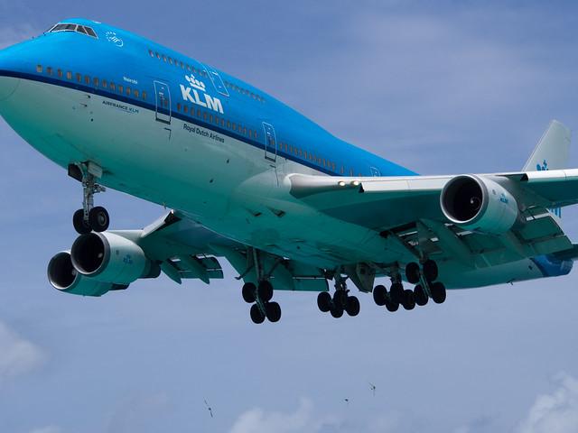 KLM B747 (PH-BFN) landing at SXM