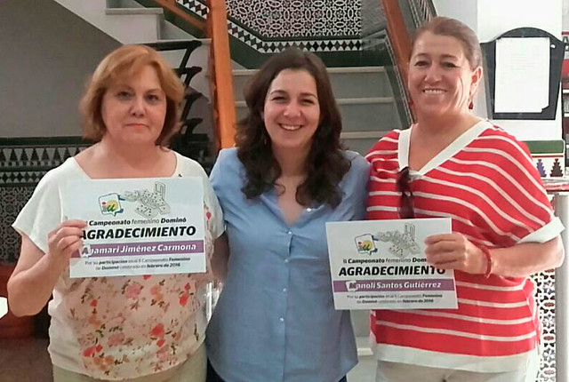 Entrega diplomas II Campeonato Femenino de Dominó