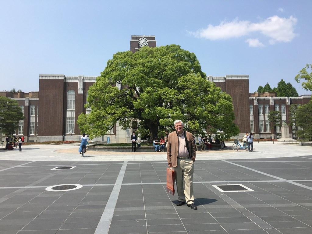 Retour.universite.de.kyoto.de.l.etudiant.gollnisch