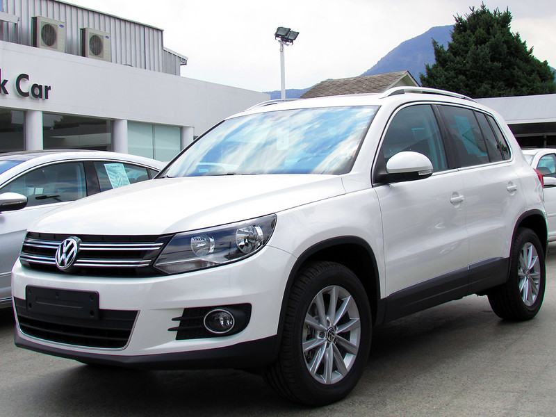 volkswagen tiguan 2 0 s 2012. Black Bedroom Furniture Sets. Home Design Ideas