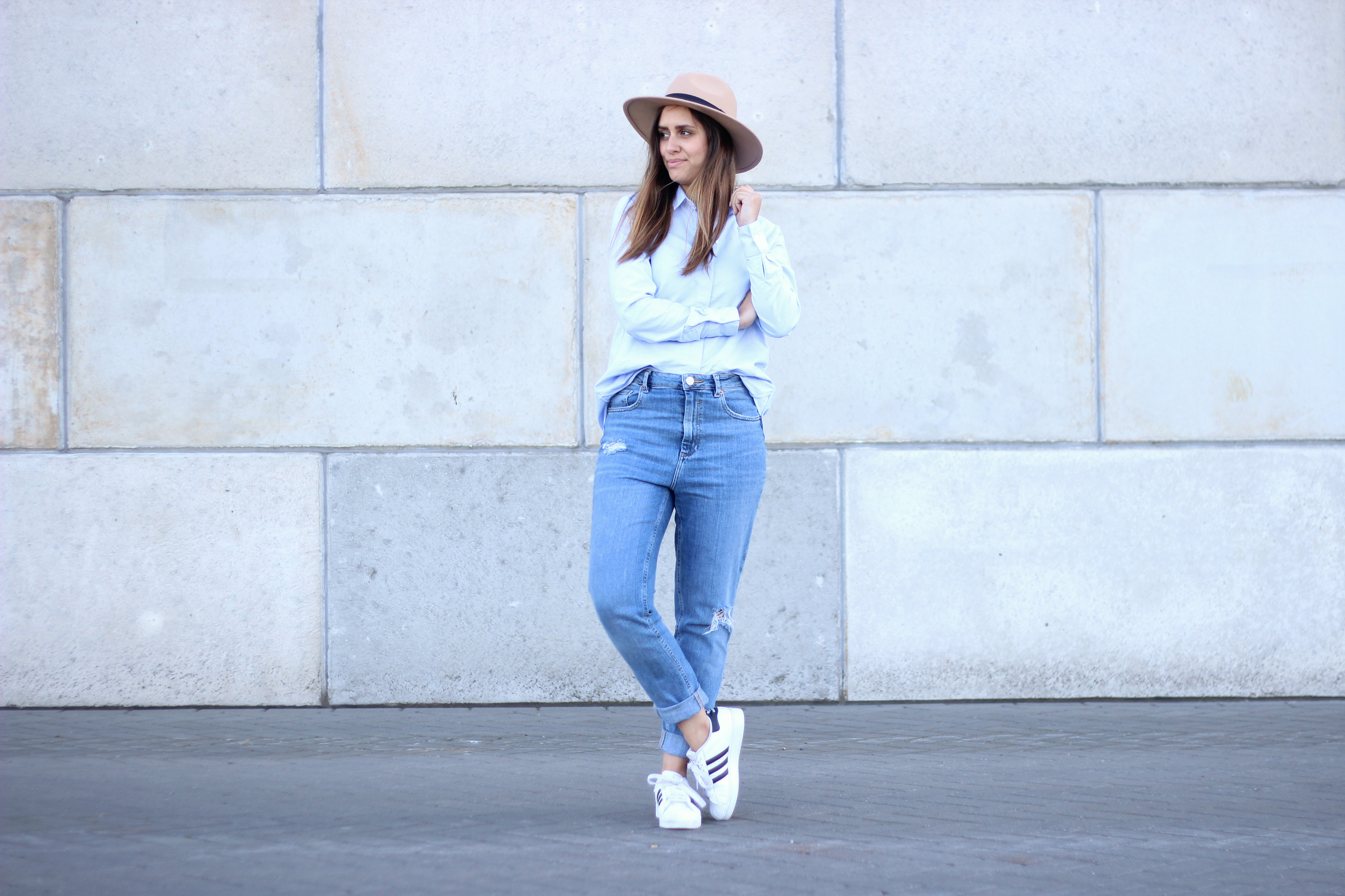 Fedora-wide-brim-hat-shirt-blouse-ripped-jeans-inspiration