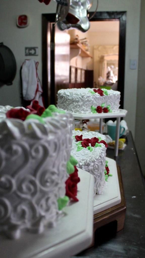 En la Omi, fabricando tortas